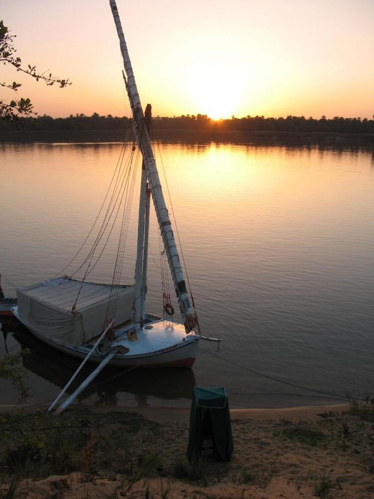 une de nos felouques au lever du soleil