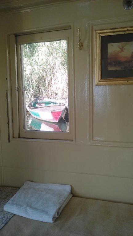 fenetre avec barque el kab