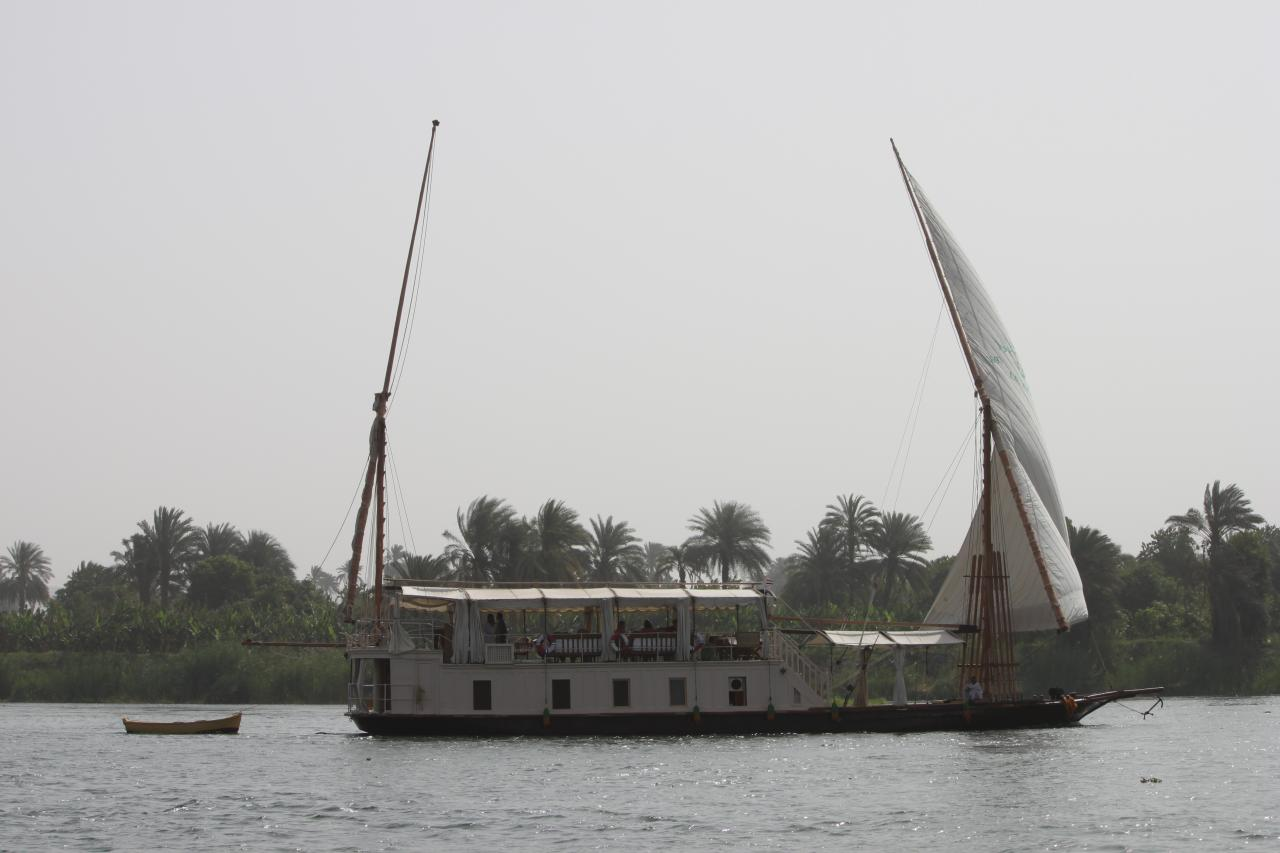 notre dahabeya ''el Khedewi'' en navigation ....